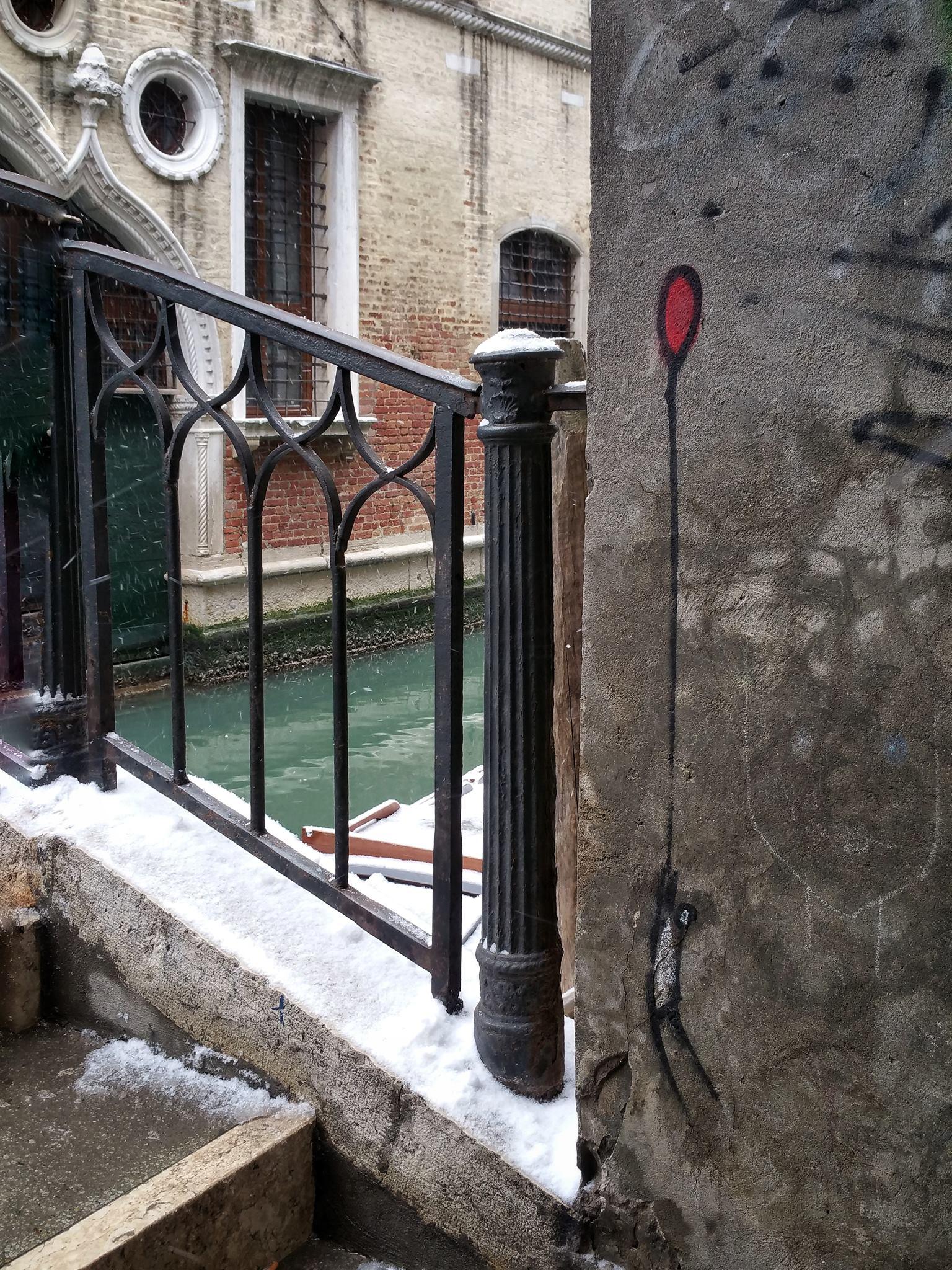 RedBalloon Graffiti Venice Bridge