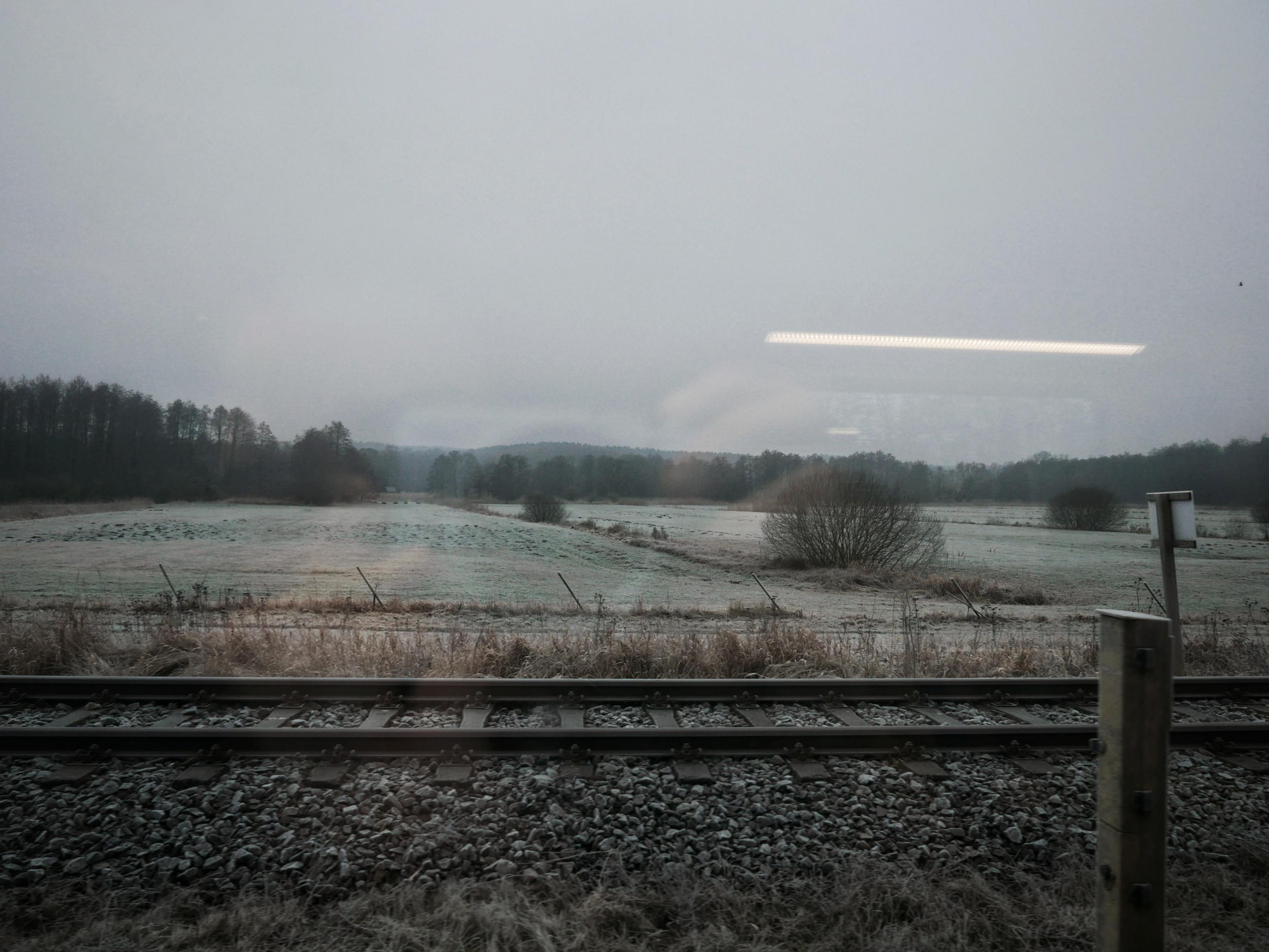 Winter-Landschaft aus dem Zugfenster