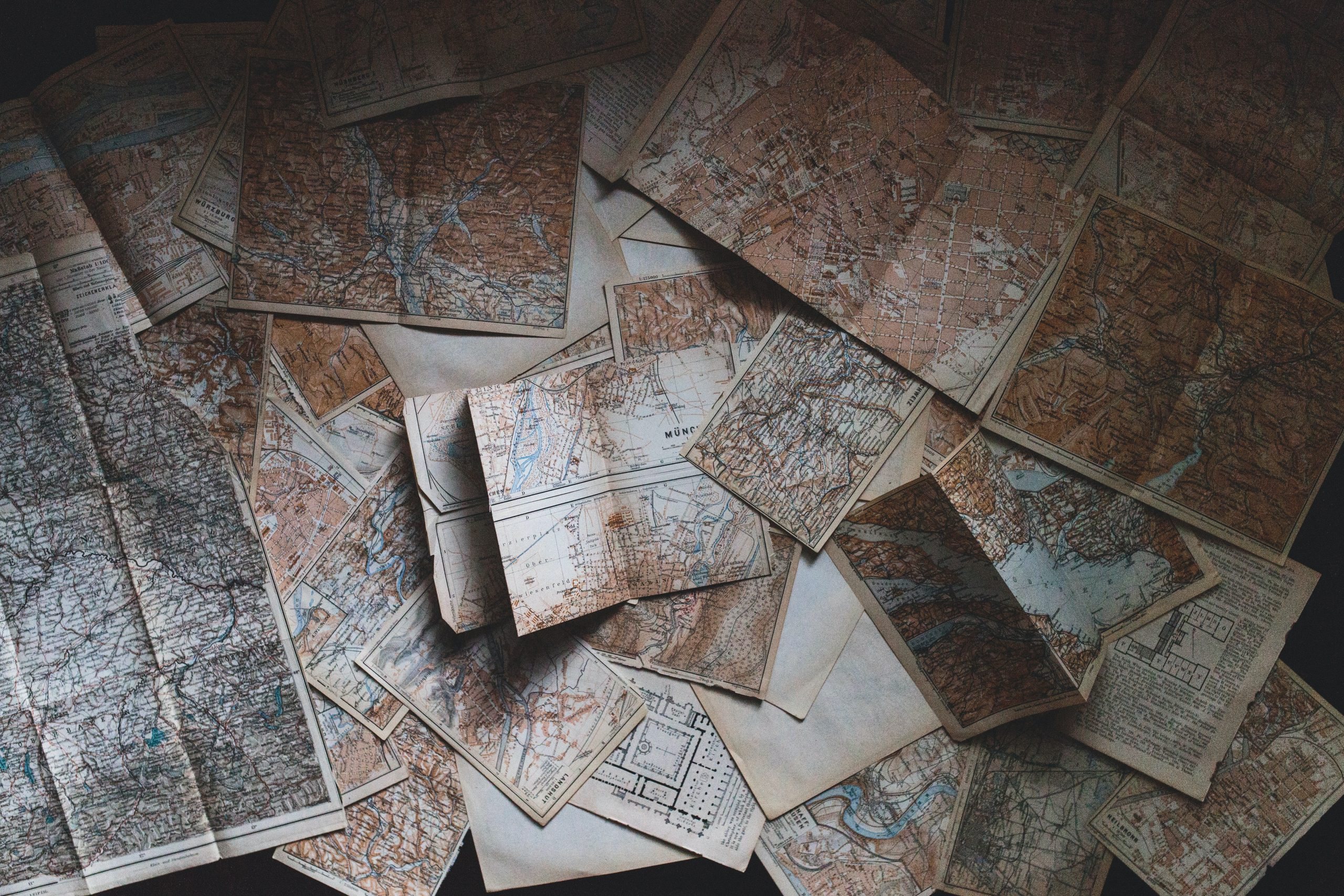 Maps / Landkarten |© Andrew Neel