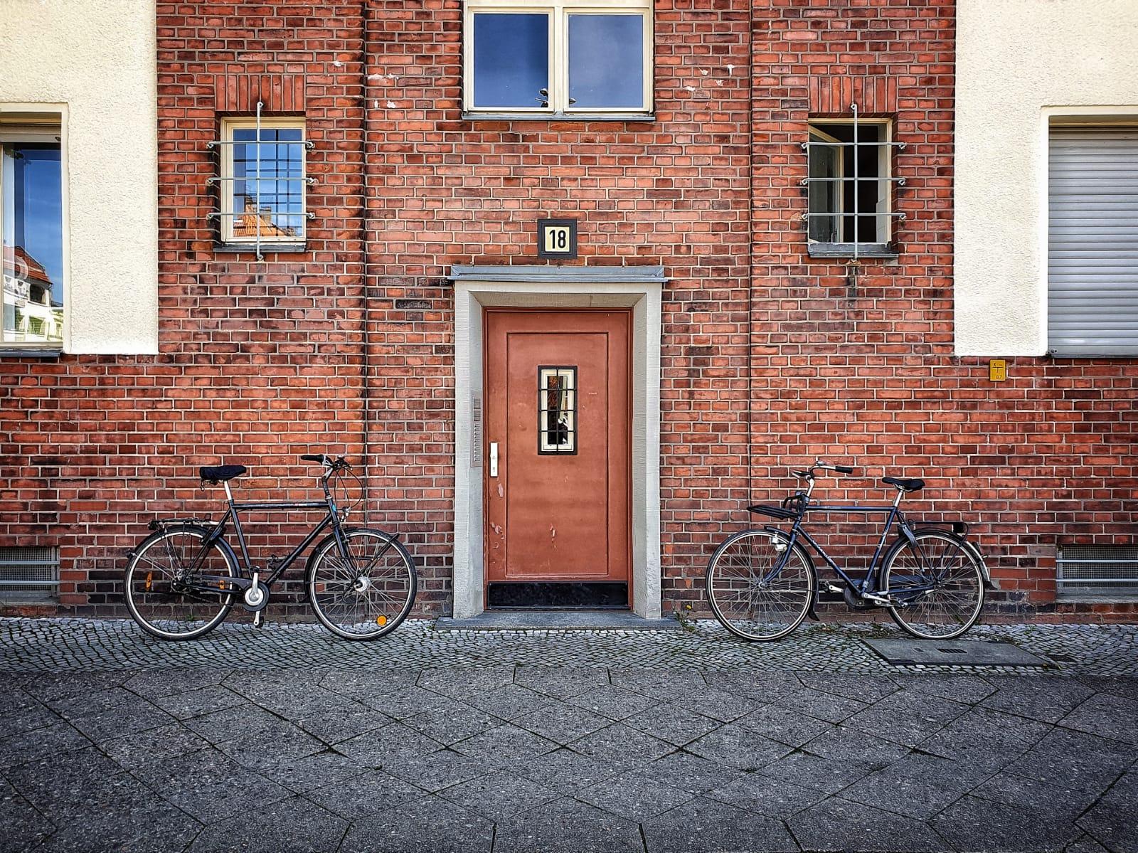 Two Bikes & a Door |©Anne Seubert